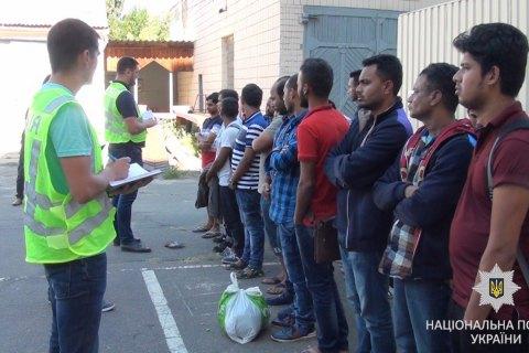 На київському ринку затримали 24 нелегальних мігрантів з Бангладеш