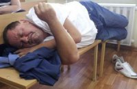 Прокурор считает Мельника симулянтом и просит об аресте