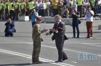 Порошенко присвоил звание Героя Украины двум военным