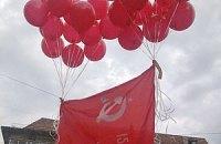 Во Львове запустили шар с красным флагом