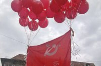 Суд разрешил красные знамена во Львове
