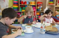 В Минобразования не исключили, что детские сады смогут работать летом