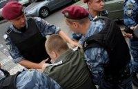 У Севастополі активістів затримали за агітки проти Колесніченка