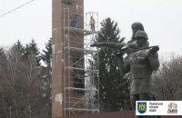 Новый подрядчик приступил к работам по демонтажу стелы Мемориала Славы во Львове