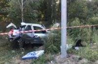 В Киеве автомобиль такси Uklon влетел в столб, погибла пассажирка