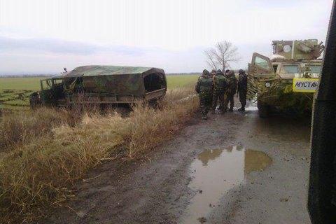 """В Луганской области подорвался военный """"КрАЗ"""", трое раненых"""