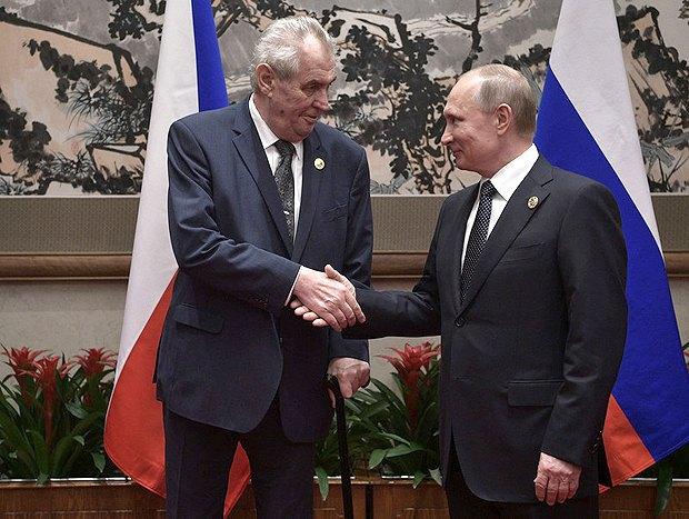 Президент России Владимир Путин и президент Чехии Милош Земан во время Форума в Пекине, 14 мая 2017.