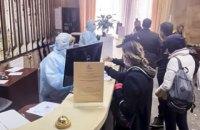 """Полиция составила 60 админпротоколов на сбежавших из обсервации в отеле """"Козацкий"""""""