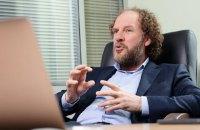 Т.в.о. голови правління ОГХК Пітера Девіса звільнили через підозрілі контракти
