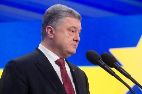 Глава Крыма пообещал военный суд над Петром Порошенко