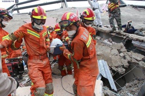 Шестеро людей загинули під завалами карантинного центру в Китаї