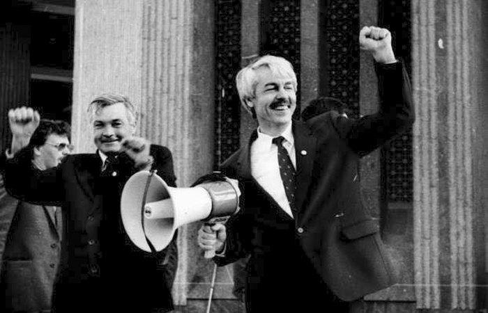 Юрій Мєшков (справа), Крим, 1992 р., Севастополь