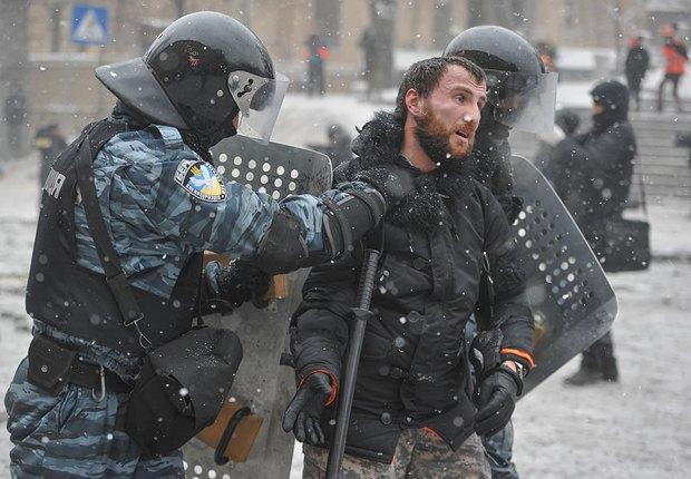 Львовский фотограф Марьян Гаврылив уже две недели лежит в больнице после встречи с Беркутом