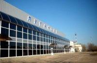 Над луганським аеропортом видніється стовп чорного диму