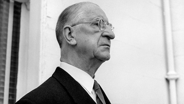 75-летний премьер Имон де Валера становится президентом Ирландии в 1959