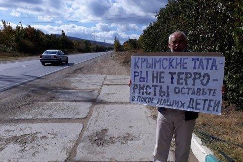 Понад 60 кримських татар оштрафували за одиночні пікети
