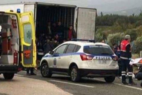 В Греции задержали фуру-рефрижератор с 41 мигрантом