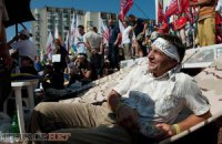 Під Українським домом триває голодування