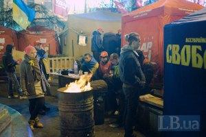 Майдану нужны каски, бензин, дрова, одежда и еда