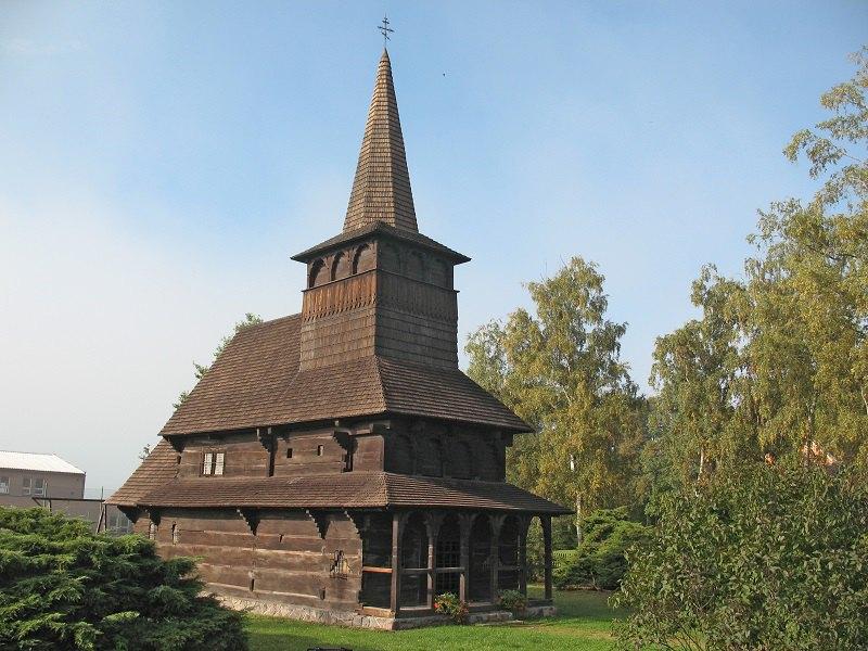 Церква 1679 року, перевезена із закарпатського села Холмовець у Добржіков (Чехія) і таким чином врятована від руйнування