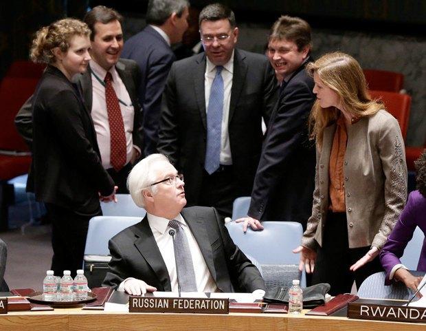 Посол США в ООН Саманта Пауер спілкується з російським колегою Віталієм Чуркіним після засідання з приводу українського питання, 15 березня, 2014 року