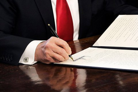 Трамп дозволив церквам агітувати за політиків