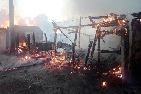 """У Житомирській області загорівся """"шанхай"""" з господарських будівель"""