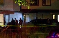 Мужчина с ножом порезал 9 человек в центре для мигрантов в США