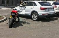 В Киеве мотоциклист разбился насмерть на парковке жилого комплекса