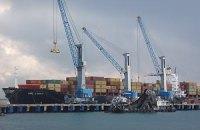 Судно, предположительно, с грузом оружия для Сирии пришвартовалось в турецком порту