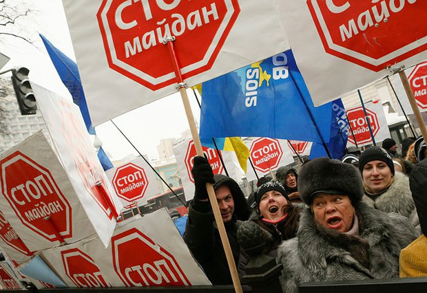 Сторонники антимайдана в Киеве.