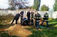 В Житомирской области рабочего засыпало землей во время копания колодца