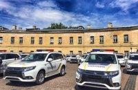 В Киеве прошла церемония передачи автомобилей Mitsubishi Outlander полицейским