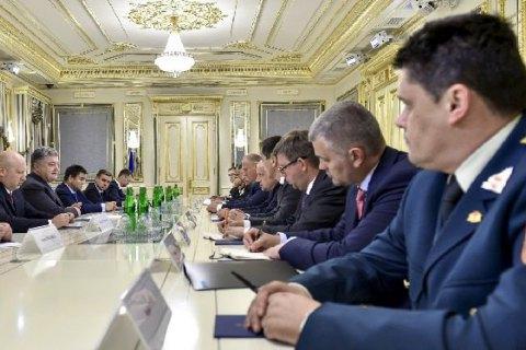Порошенко обговорив ситуацію на Донбасі з міністрами оборони 4-х країн