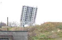Призначена для знесення севастопольська багатоповерхівка вистояла під час підривання