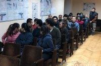 Під Києвом чоловік три місяці утримував 28 нелегалів з В'єтнаму