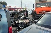 На Броварском проспекте в Киеве столкнулись КАМАЗ и 5 автомобилей