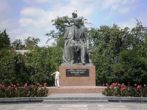 Пам'ятник Михайлу Коцюбинському. Вінниця