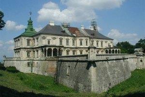 Янукович не собирается переезжать в замок