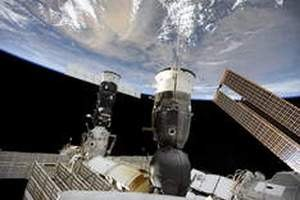 Американка и японец не смогли заменить электрощит на МКС