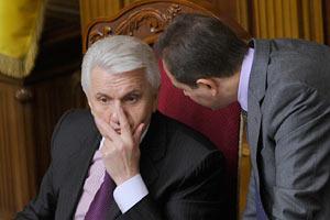 Литвин сетует на дефицит флагштоков для красных флагов