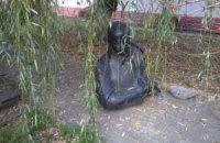 В Тернопольской области вандалы повредили памятники Бандере