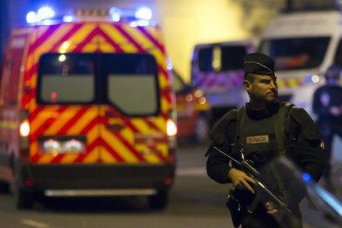 Внаслідок терактів у Парижі загинули щонайменше 128 осіб