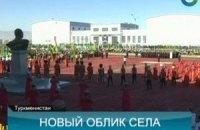 В туркменском селе открыли памятник отцу президента