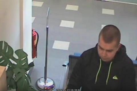 В Чехии мужчина отстоял очередь в банке, а затем ограбил его