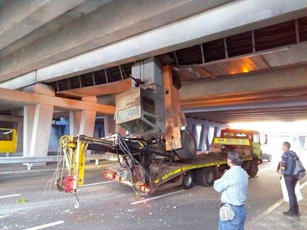 На відремонтованому мосту біля «Лівобережної» уКиєві сталось «незвичайне» ДТП