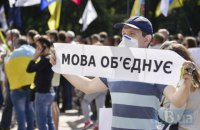 Винятково українською мовою в побуті розмовляють 36,3% українців, - соцопитування