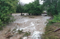 Жителів Севастополя закликають не виїжджати з дому через можливі паводки