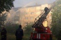 У Києві на Дарниці горить житловий будинок
