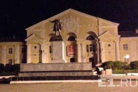 В Свердловской области РФ задержали мужчину, кторый отбил голову памятнику Ленину
